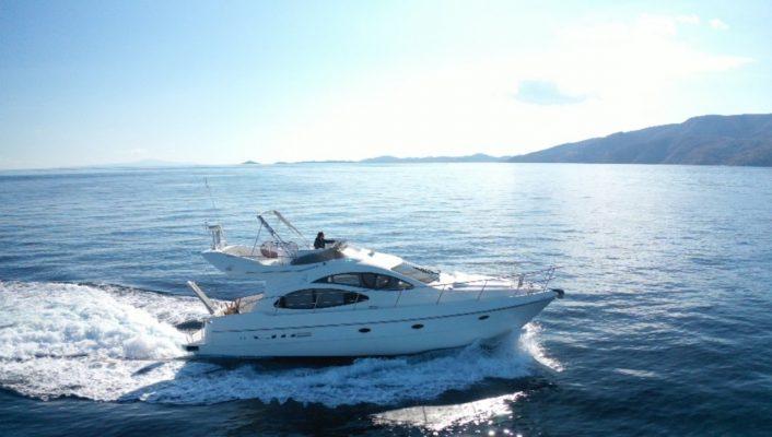 yacht im.1